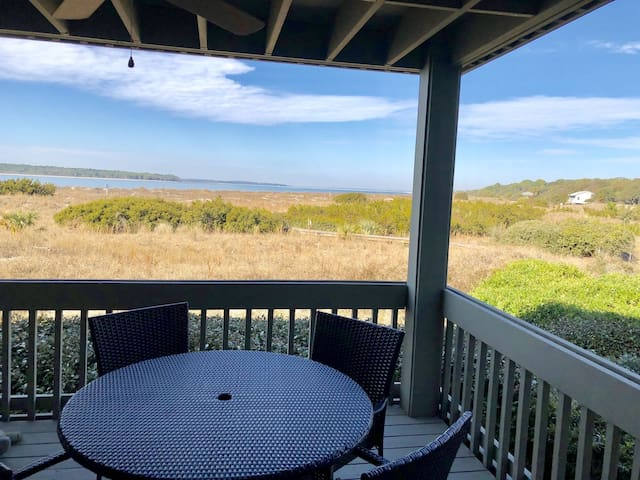 Beautiful Sunset Views! Updated Waterfront Villa on Pelican Beach! Dog Welcome!