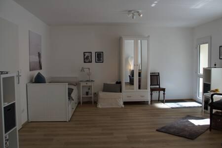 Modernes Studio (37qm) mit großer Sonnenterrasse
