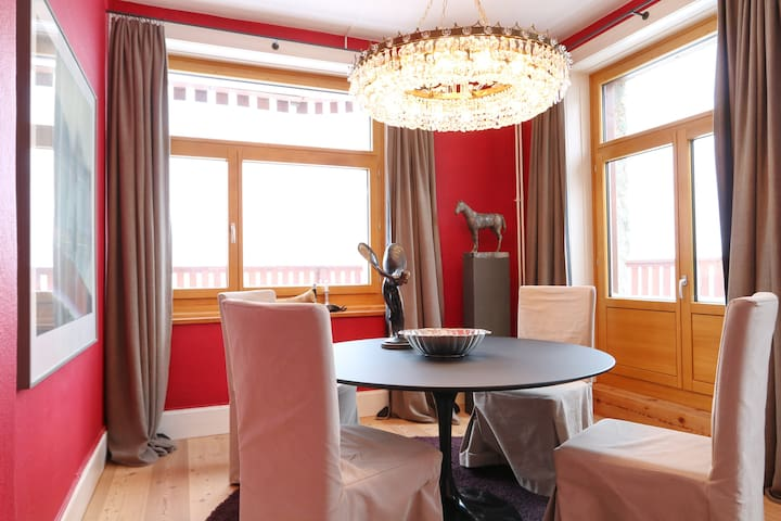 Unique apartment over the roofs of St. Moritz - Sankt Moritz - Apartemen