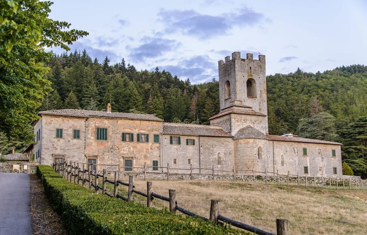 Chiostro - Holiday Rental in Country House with swimming pool in Chianti, Tuscany