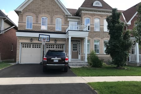 Cozy luxury 2-bedrooms private  en-suite in whitby
