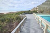 Sun deck Pool