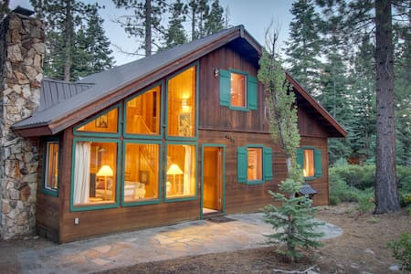 Classic, Lake Tahoe cabin on double lot w/ WiFi & fireplace!