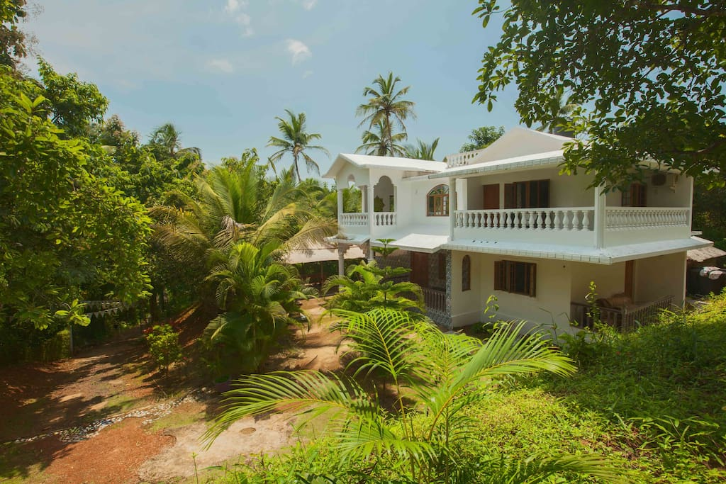 4 Bedroom Jungle Villa with Yoga Shala near Patnem and Talpona beaches