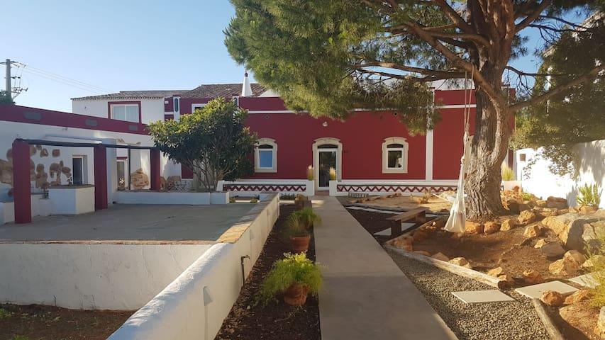 (R1) Guest House Almeixar