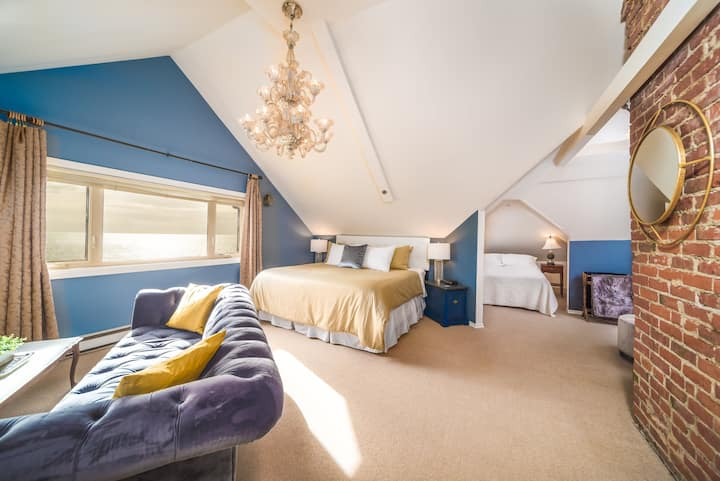 Camelot-Penthouse: King & Double bed, Ocean views!