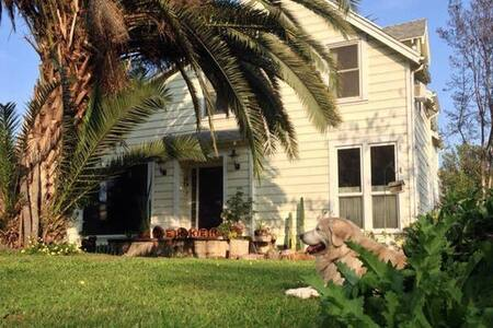 Close to National Parks - Dutch Hospitality - Reedley - House