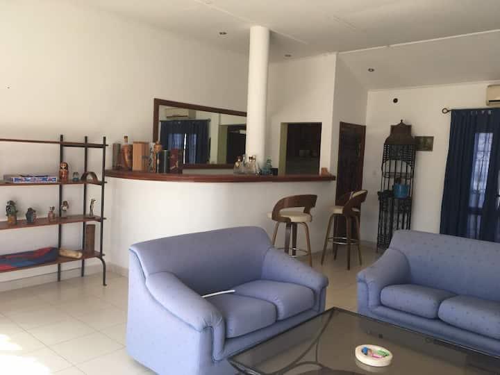 Chambres spacieuses dans villa de charme