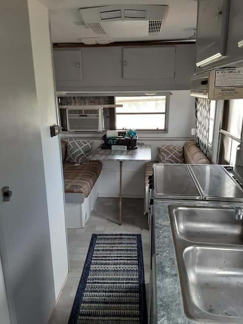 Cozy Camper on Working Vineyard & Winery on Lake
