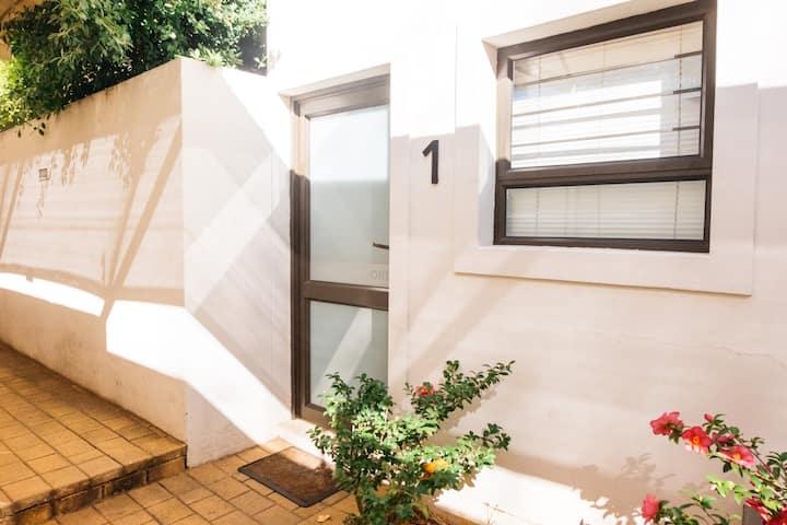 Unit 1 Rosebank Fully serviced Luxury Apartment.