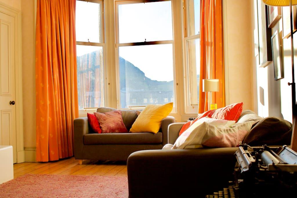 Spacious Property Close To City Centre Sleeps 2 Flats For Rent In Edinburgh Scotland