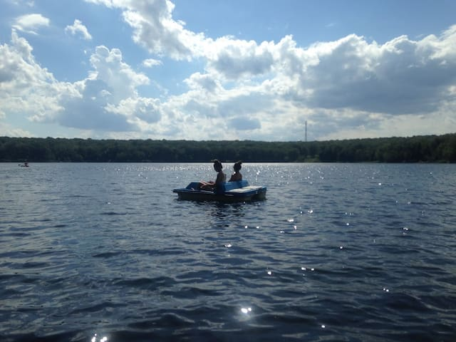 Spacious Lakefront Retreat