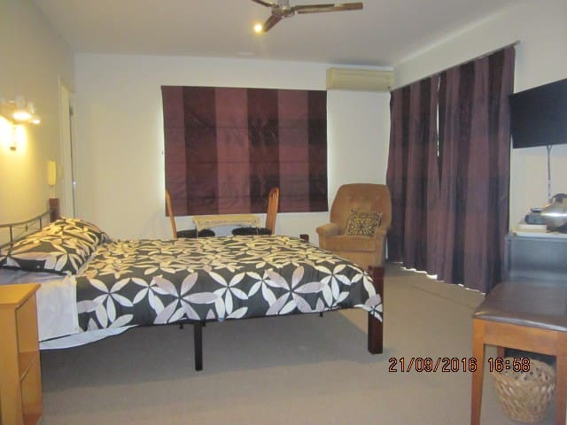 Bed-sitting room, ensuite & adjacent twin bedroom