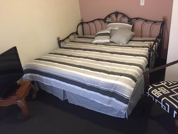 Comfy room in San Jose nearby everything you need.