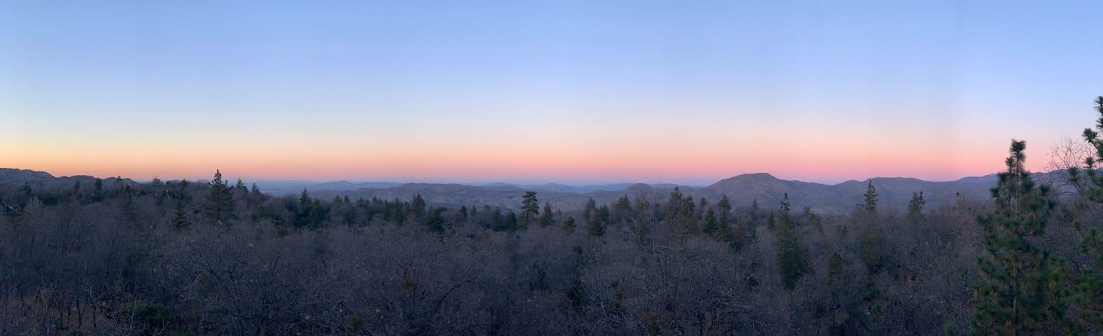 Blue Jay's Vista 5 Bedroom Mountain Retreat
