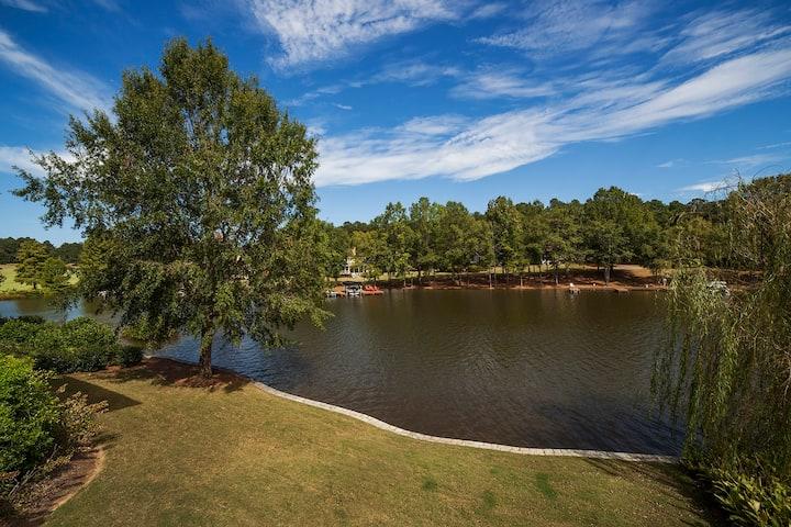 Lake Oconee - Lakefront Villa in Cuscowilla Resort