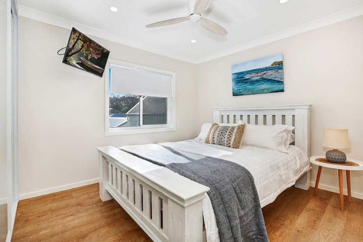 Uptown Bedroom 1 with ensuite and escarpment views.