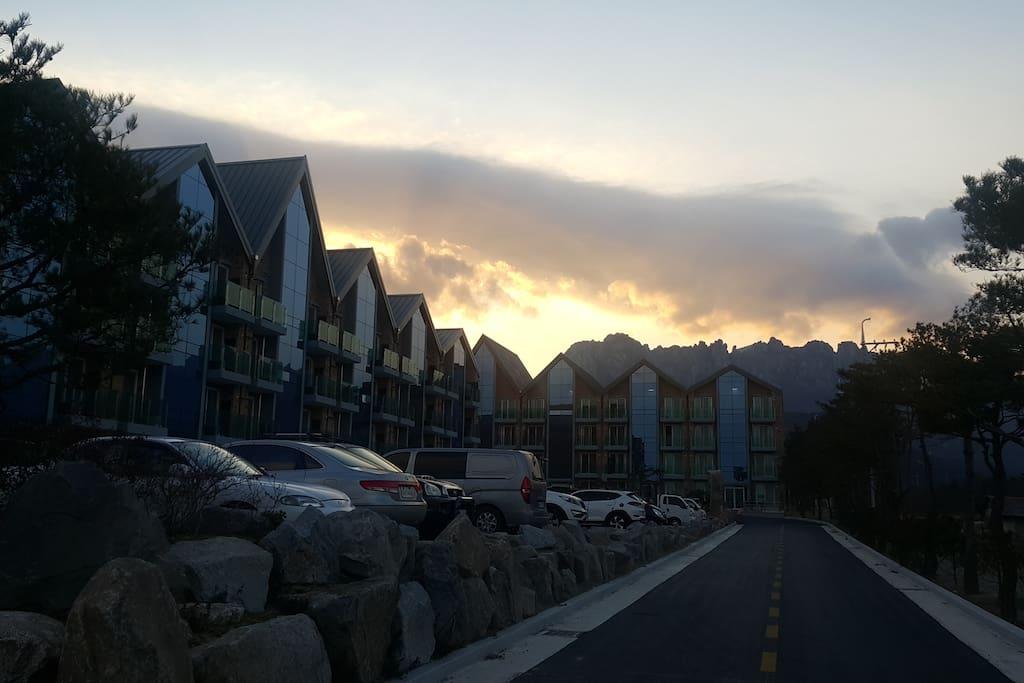울산바위가 보이는 타운하우스 전경