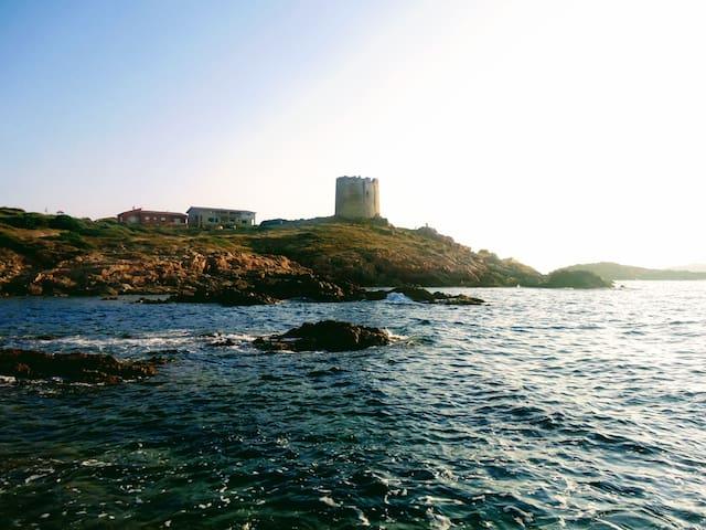 La casa e la torre viste dal mare