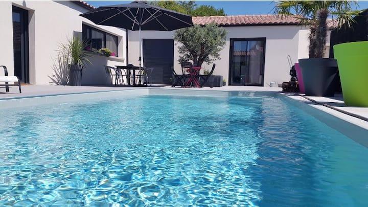 Chambre tout confort et piscine