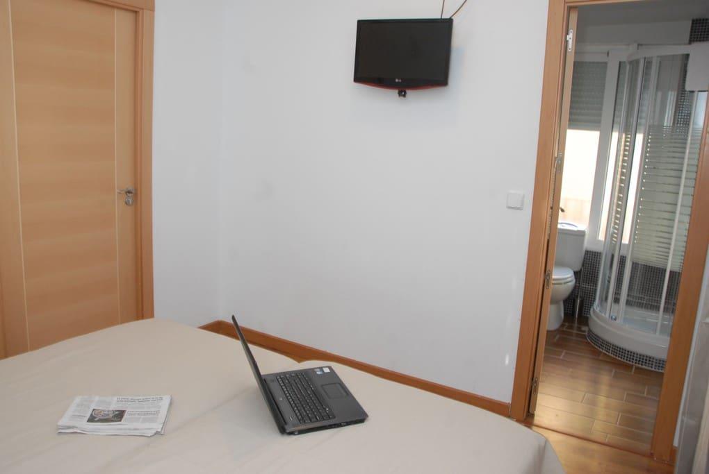 Habitaciones con Baño, TV. e internet