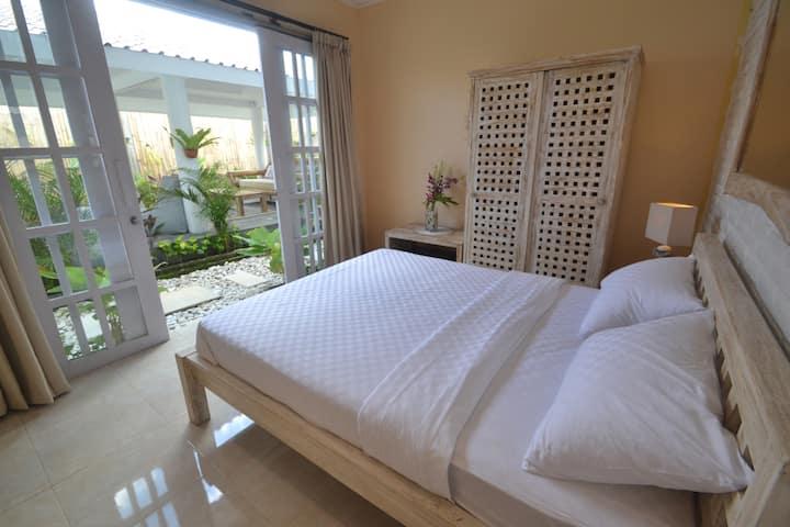 Room @CENTRAL Canggu. 1 KM to Batu Bolong Beach(3)