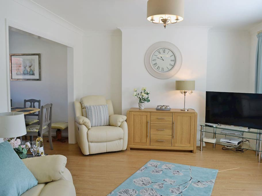 "Living/Dining Room with 46"" freeview TV/DV player and Leather recling seating."