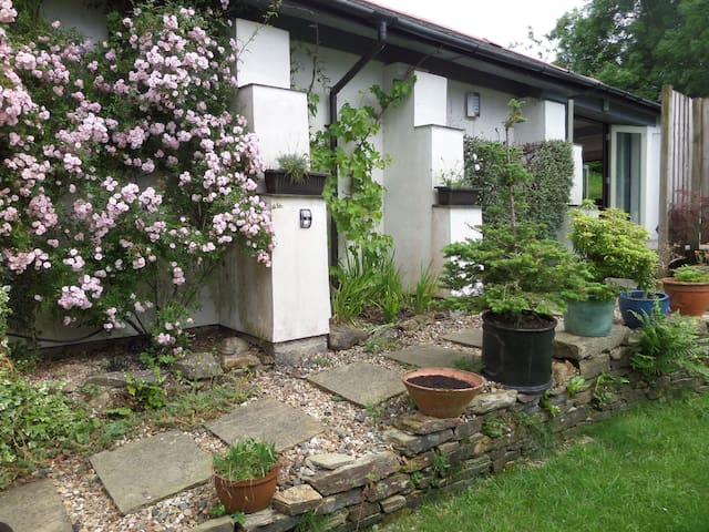 Tranquil retreat, explore Tamar Valley and Coasts