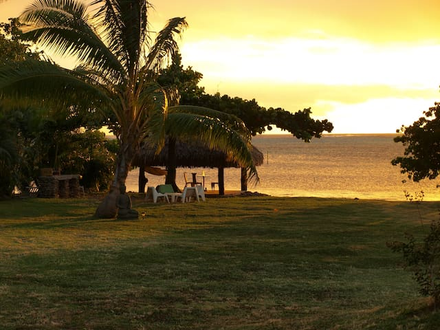 Beach side with sunset bungalow - Ha'apiti - Bungalo