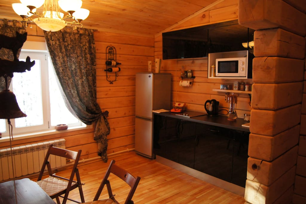 Chalet equipped kitchen with stove, fridge, microwave and all necessary .