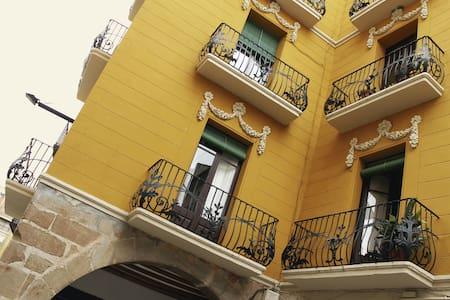 Cal Comabella (casa modernista) - Balaguer - House