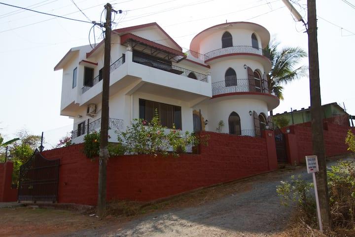 FULL HOUSE VERY NEAR THE BOGMALO BEACH