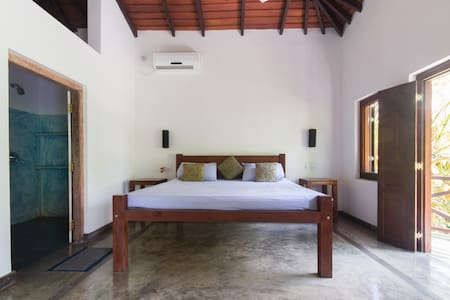 Room Across from the Beach - Galle