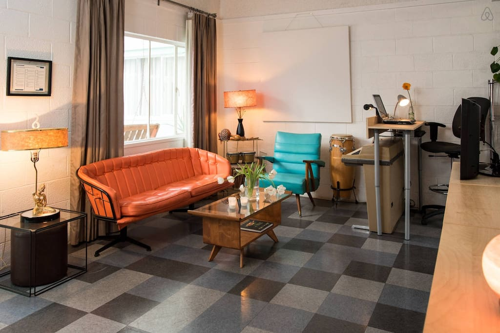Welcome Home... Cozy and Comfortable. Retro and Stylish!