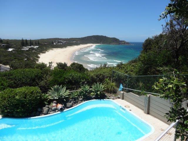 Blue Horizons ~ ocean views - Boomerang Beach  - Ev