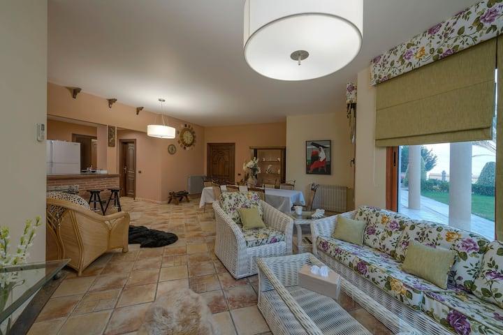2 Bedroom Apartment with Garden in a Villa, Saida