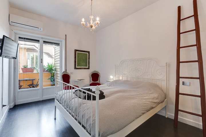 ROMANTIC SUITE 3 WITH BALCONY, TRASTEVERE - Roma - Departamento