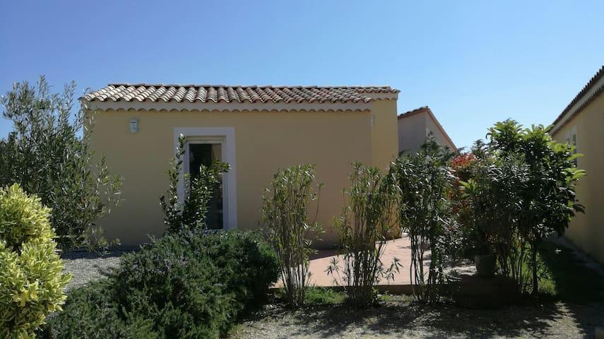 Joli dépendance dans villa - Argilliers - Holiday home