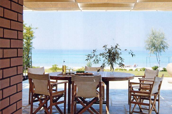 Beach-front Villa - Pefkochori - Haus