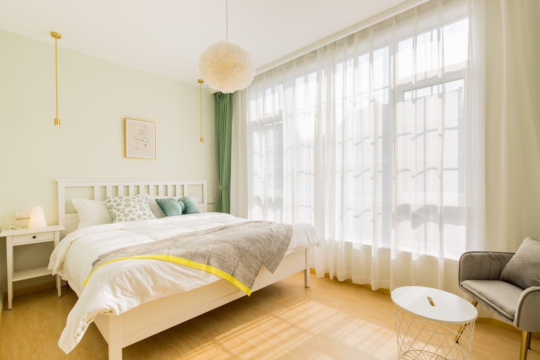 北欧简约风格的1.8米超大双人床、艺术氛围、阳光通透