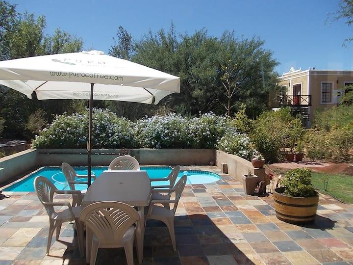 Steytlerville Villa Guest house - Your Karoo oasis