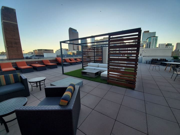 Weed friendly. Ideal Uptown Location.  ID:32666903