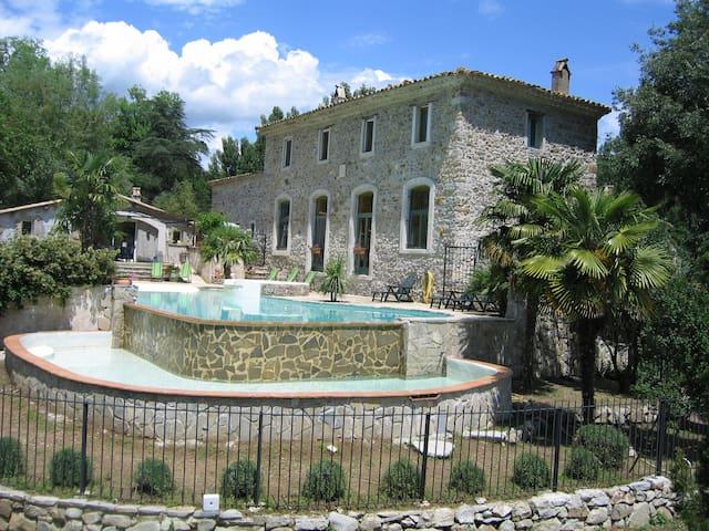 Ancien moulin rénové, piscine, rivière en Cévennes - Saint-Hippolyte-du-Fort - House