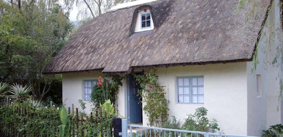 Peaceful & romantic thatch cottage - Greyton - House