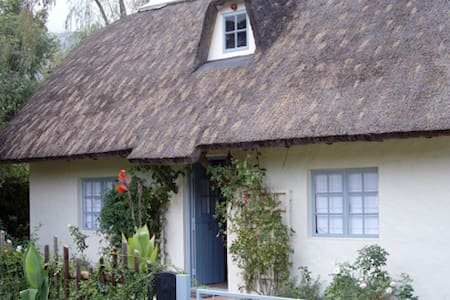 Peaceful & romantic thatch cottage - Greyton - Hus