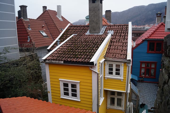 Traditional small Bergen house - Bergen - Casa