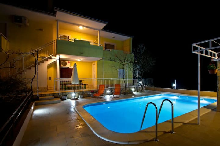 Charming villa with pool near Split - Solin - 一軒家