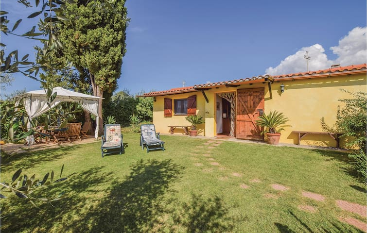 Holiday cottage with 2 bedrooms on 70m² in Follonica (GR)