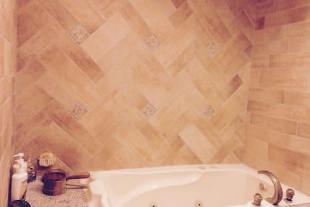 陽台擁有知本溪山谷溪水環抱,在舒適的環境享受碳酸氫鈉泉,皮膚溫暖細 - Appartamento