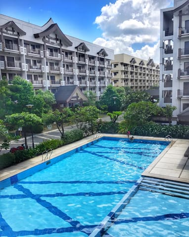 Beautiful & Colorful Two Bedroom At The Redwoods - Quezon City - Leilighet